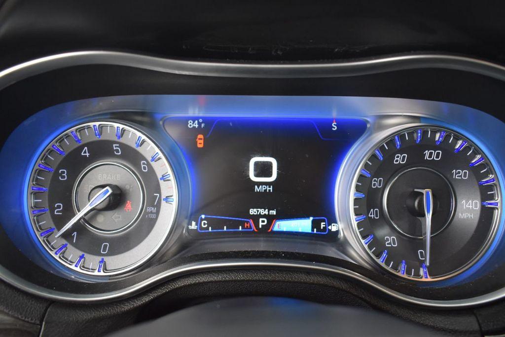2016 Chrysler 300  - 18592383 - 18