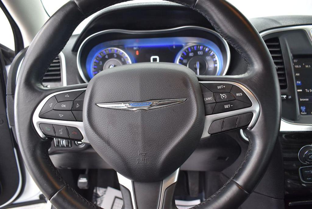 2016 Chrysler 300  - 18592383 - 19
