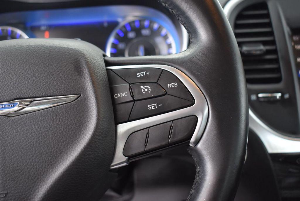 2016 Chrysler 300  - 18592383 - 20
