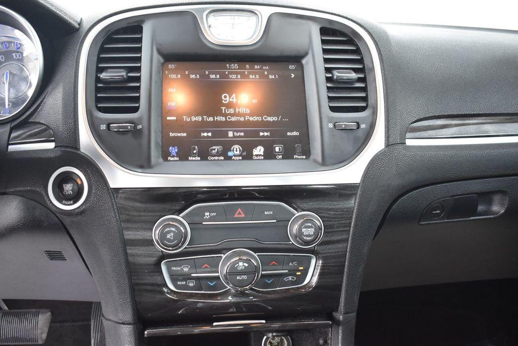 2016 Chrysler 300  - 18592383 - 22