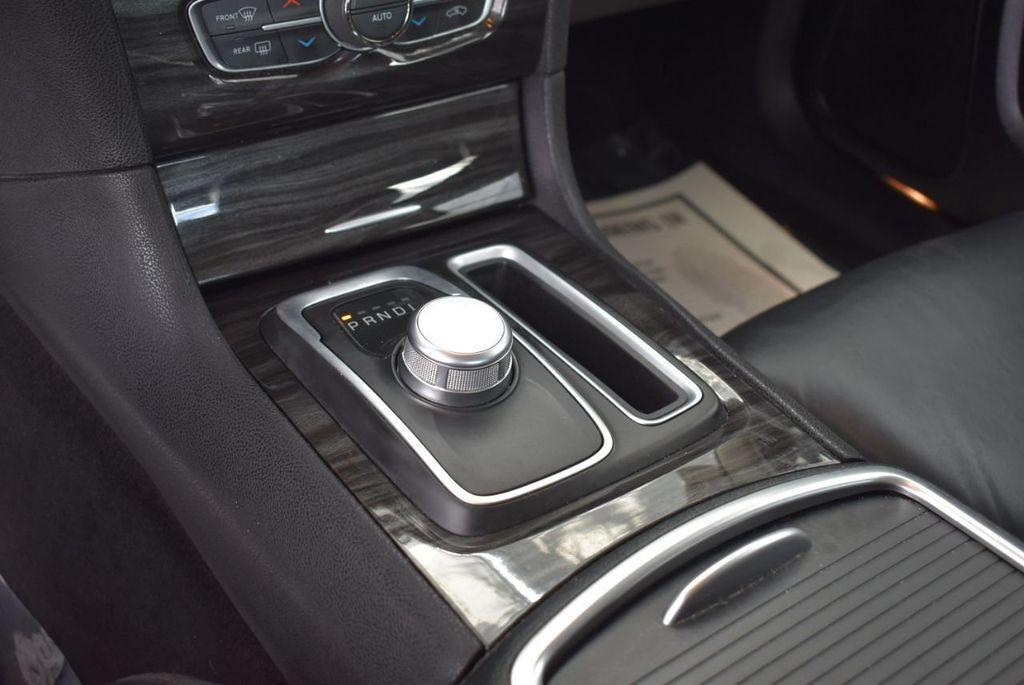 2016 Chrysler 300  - 18592383 - 23