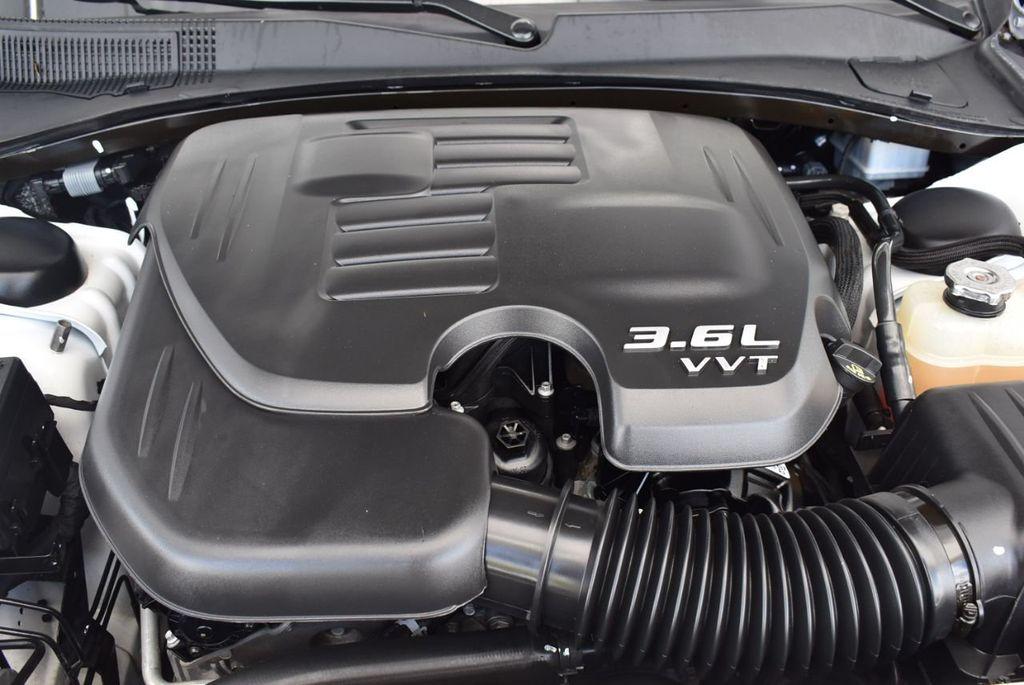 2016 Chrysler 300  - 18592383 - 24