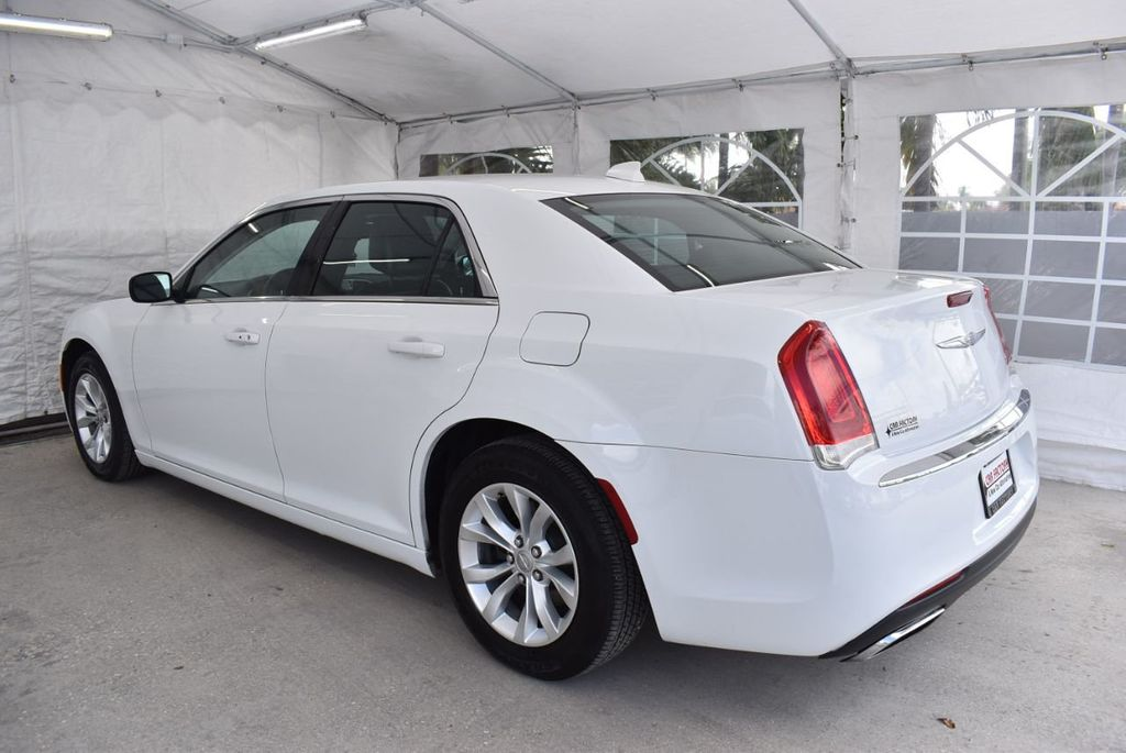 2016 Chrysler 300  - 18592383 - 3
