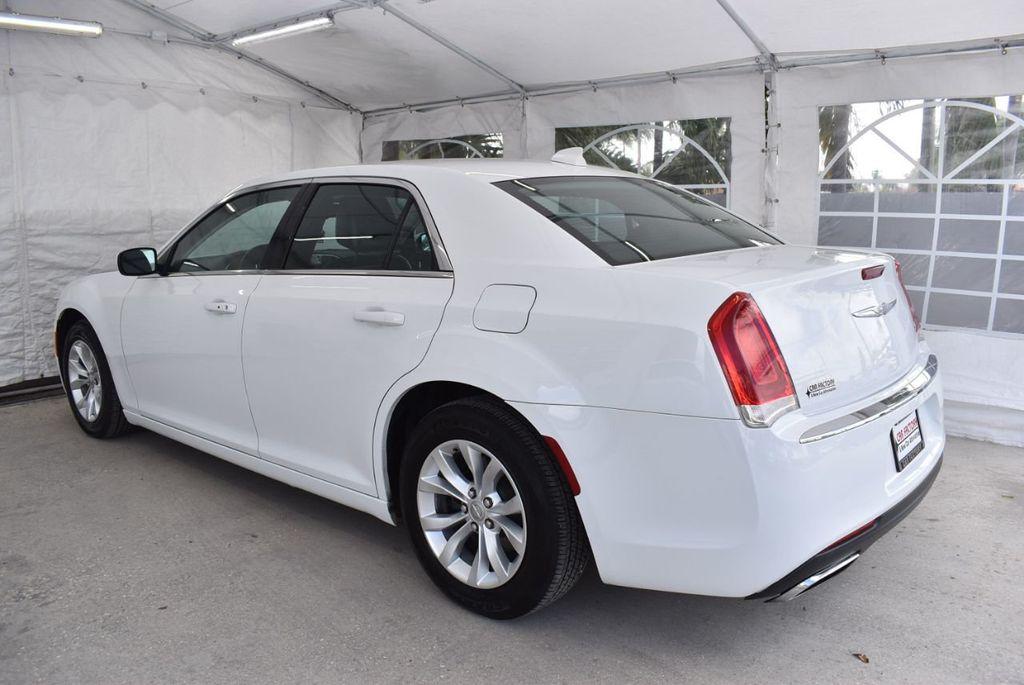 2016 Chrysler 300  - 18592383 - 3