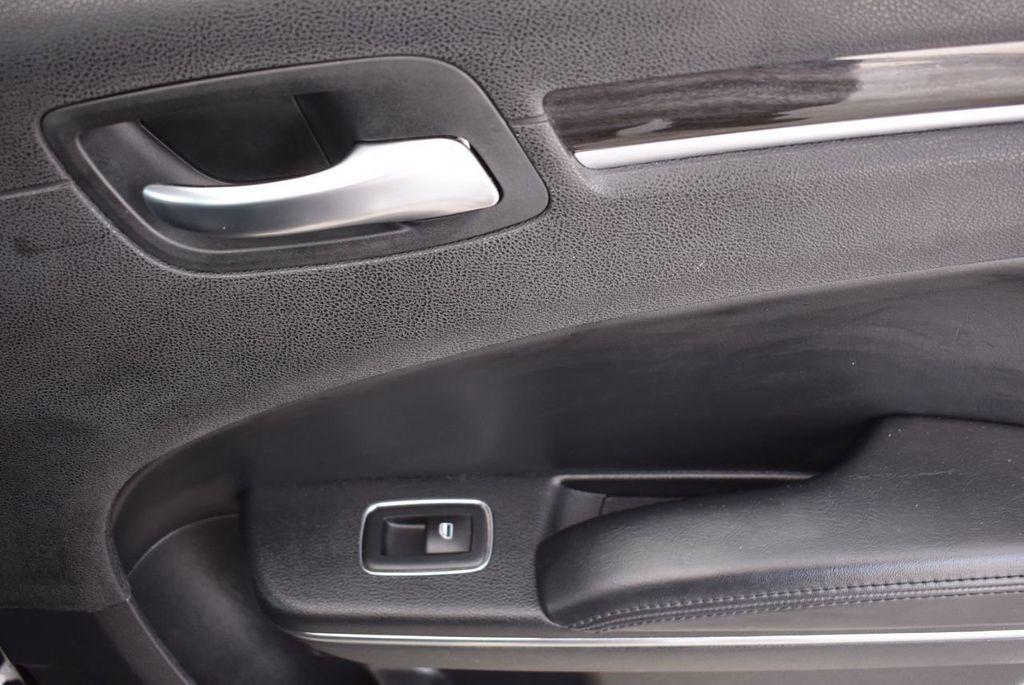 2016 Chrysler 300  - 18592392 - 9