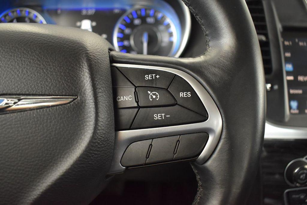 2016 Chrysler 300  - 18592392 - 12
