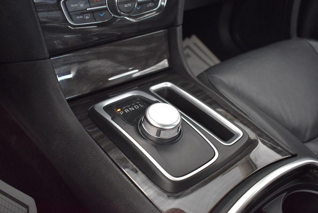 2016 Chrysler 300  - 18592392 - 15