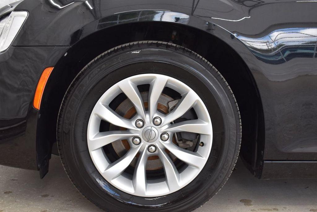 2016 Chrysler 300  - 18592392 - 16
