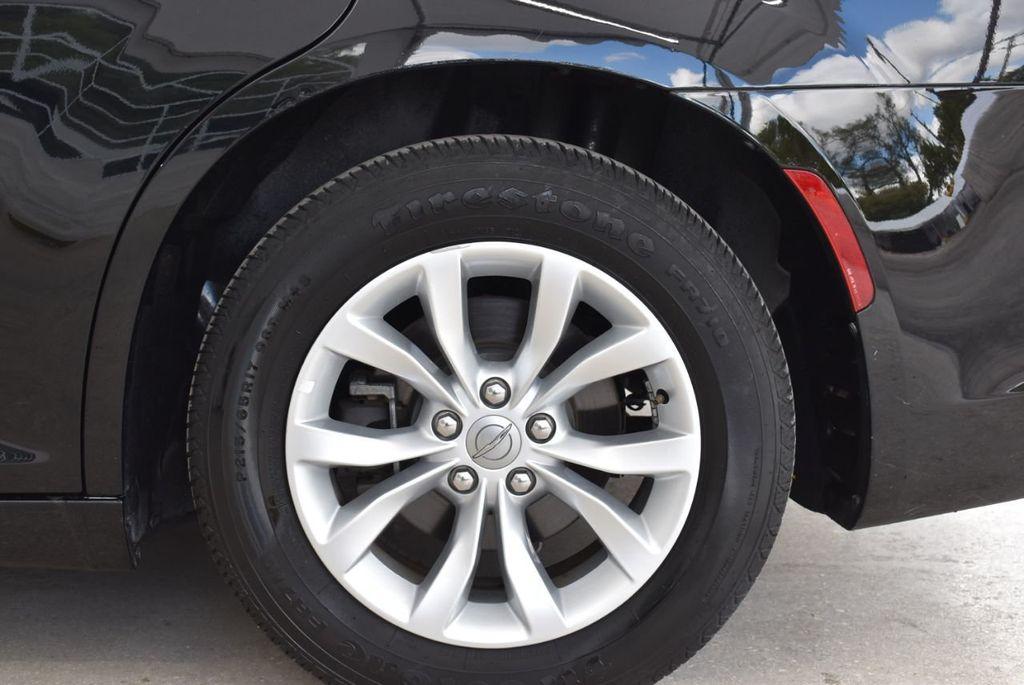 2016 Chrysler 300  - 18592392 - 17