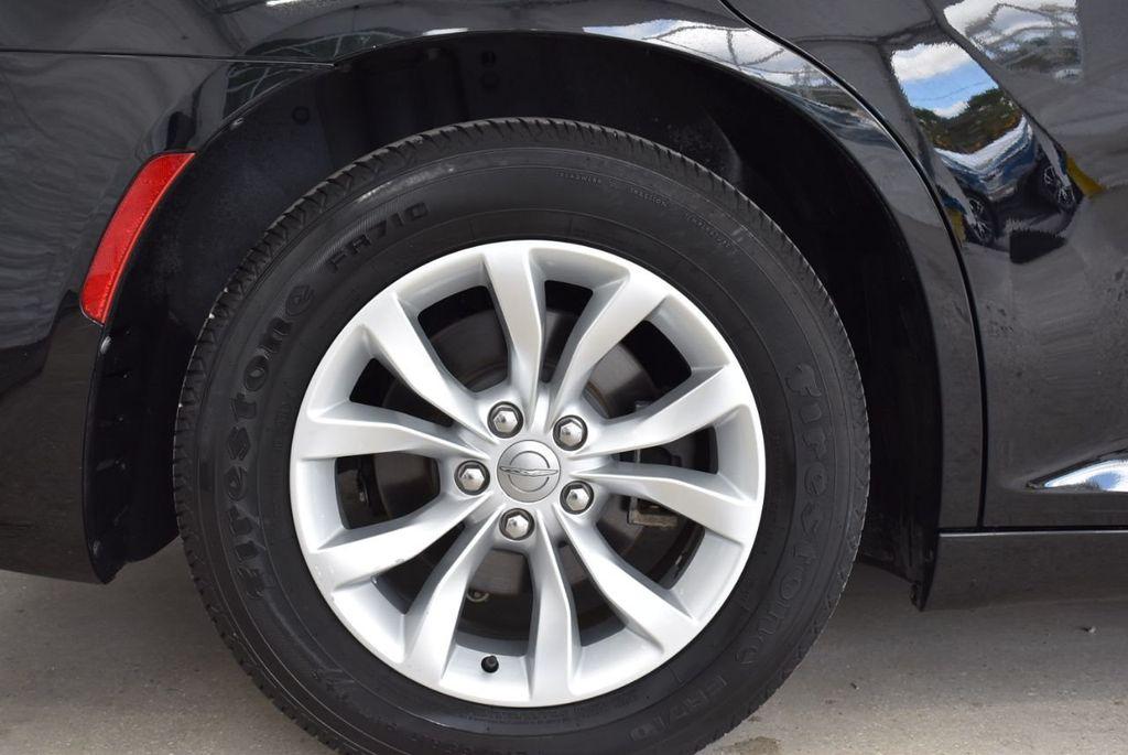 2016 Chrysler 300  - 18592392 - 18