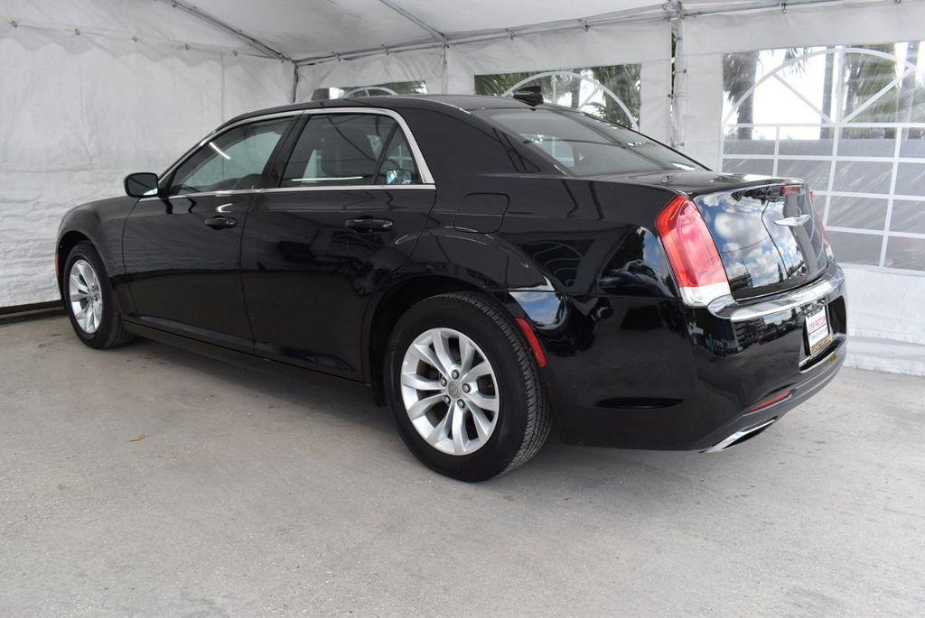 2016 Chrysler 300  - 18592392 - 1