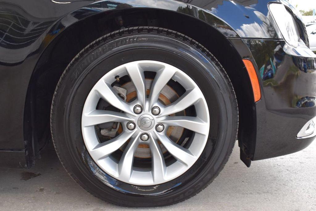 2016 Chrysler 300  - 18592392 - 19
