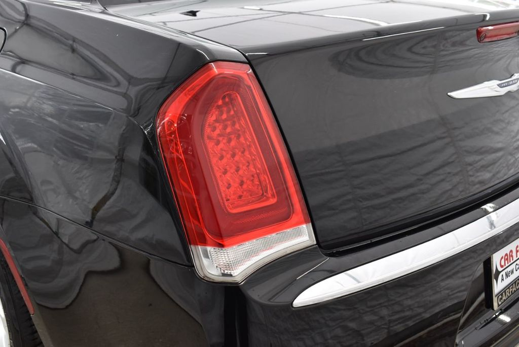 2016 Chrysler 300  - 18592392 - 20