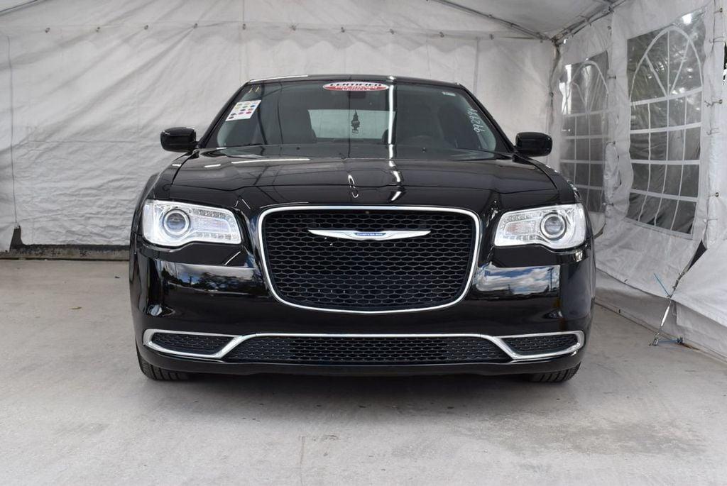 2016 Chrysler 300  - 18592392 - 23