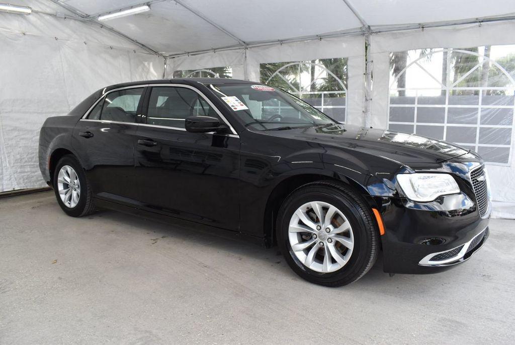 2016 Chrysler 300  - 18592392 - 24