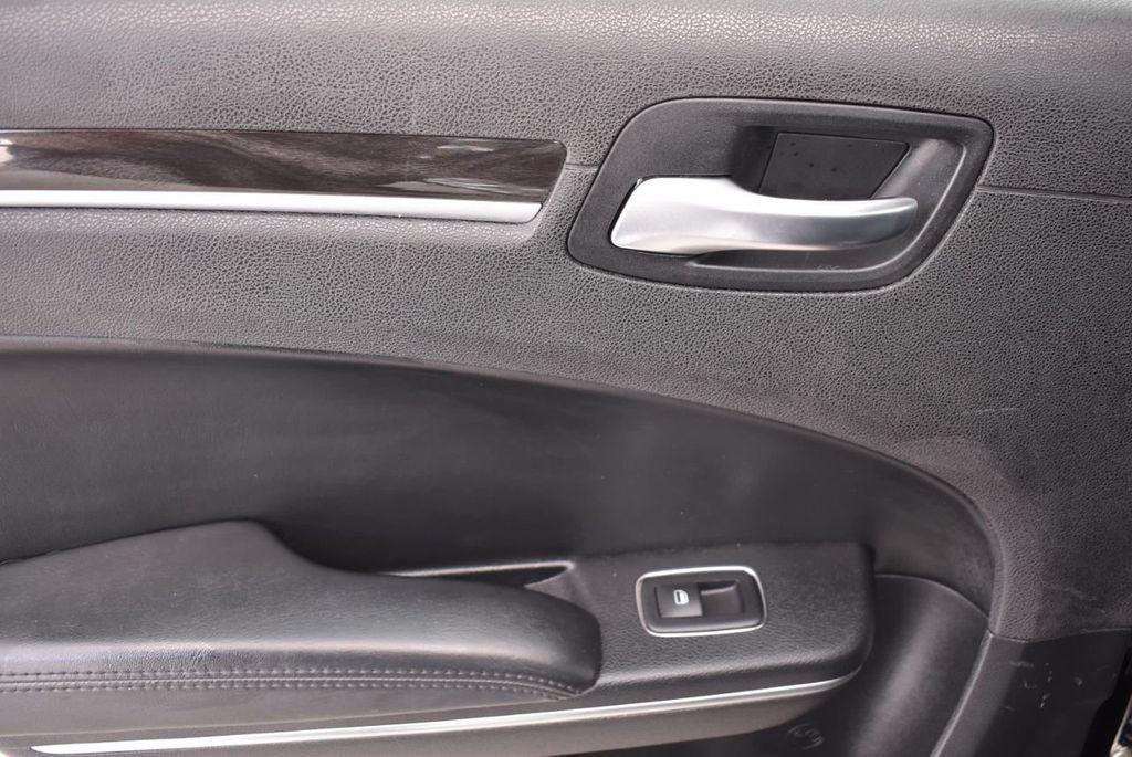 2016 Chrysler 300  - 18592392 - 3