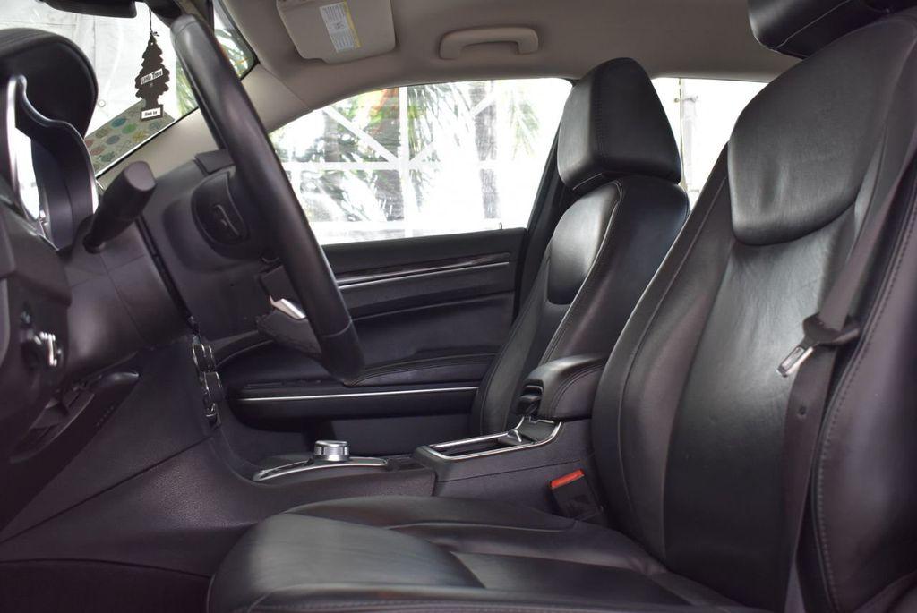 2016 Chrysler 300  - 18592392 - 4