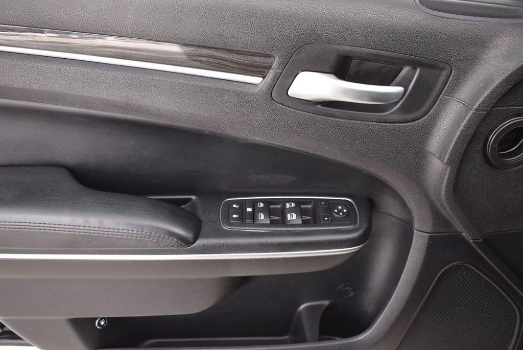 2016 Chrysler 300  - 18592392 - 5