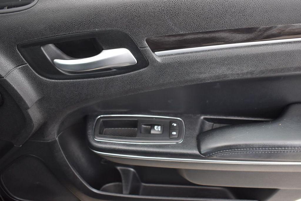 2016 Chrysler 300  - 18592392 - 7