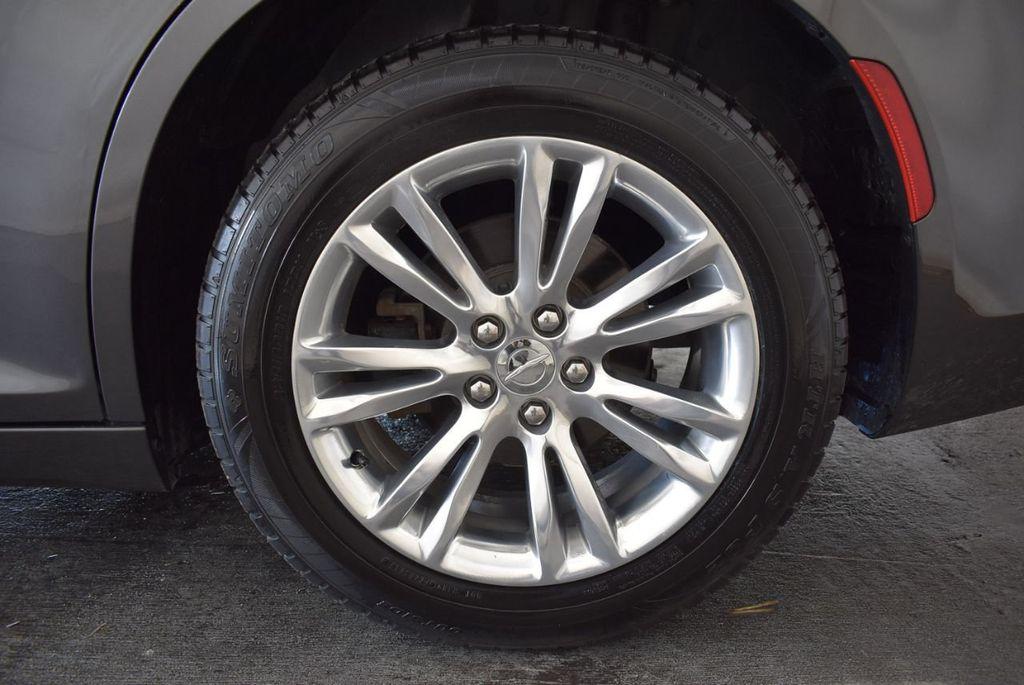 2016 Chrysler 300 4dr Sedan 300C RWD - 17958531 - 10