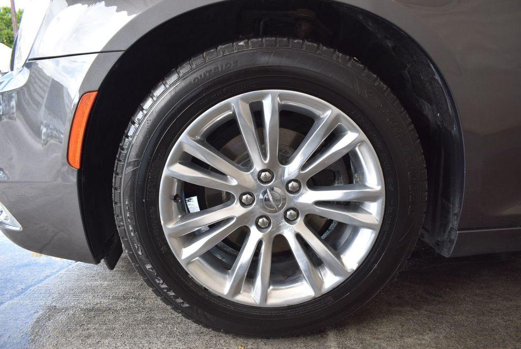 2016 Chrysler 300 4dr Sedan 300C RWD - 17958531 - 11