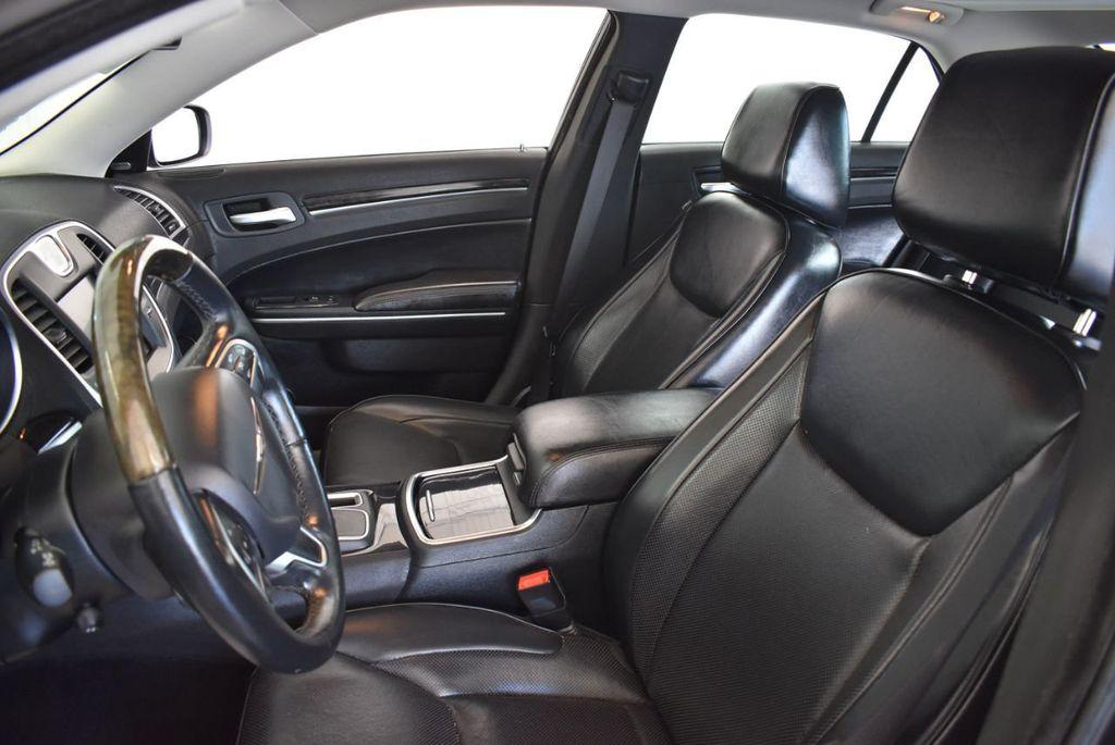 2016 Chrysler 300 4dr Sedan 300C RWD - 17958531 - 12