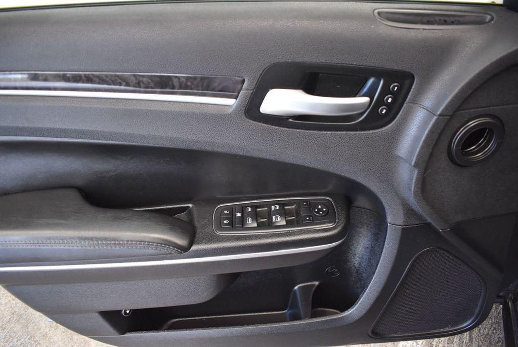 2016 Chrysler 300 4dr Sedan 300C RWD - 17958531 - 13
