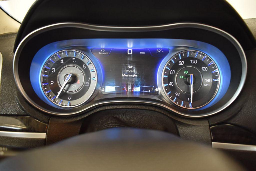 2016 Chrysler 300 4dr Sedan 300C RWD - 17958531 - 16