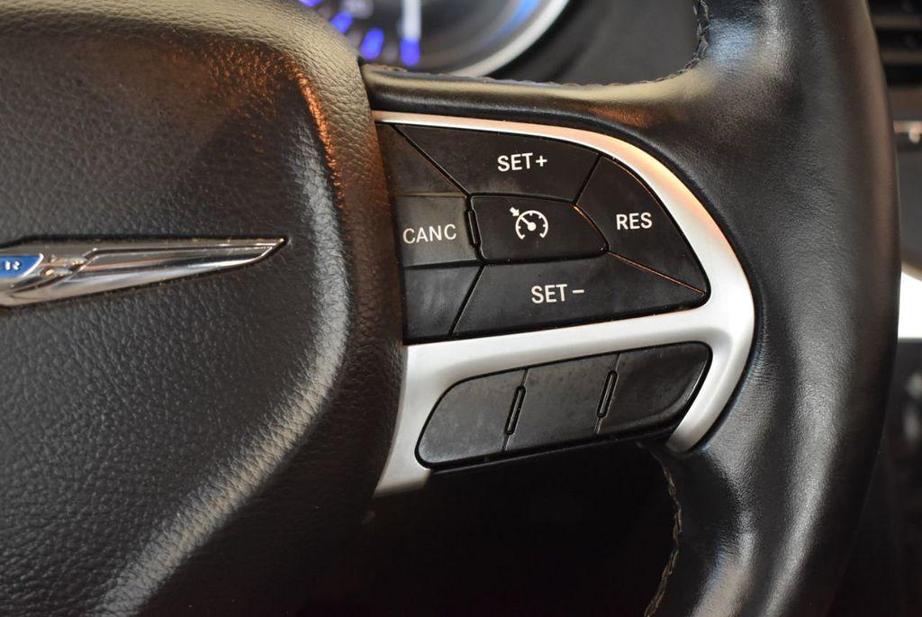 2016 Chrysler 300 4dr Sedan 300C RWD - 17958531 - 18