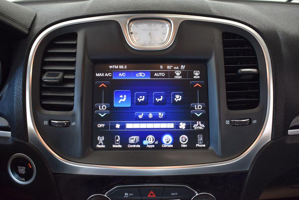 2016 Chrysler 300 4dr Sedan 300C RWD - 17958531 - 21