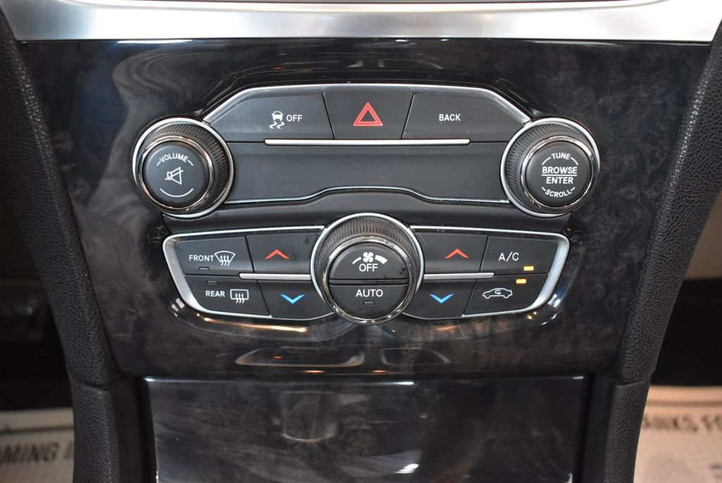 2016 Chrysler 300 4dr Sedan 300C RWD - 17958531 - 22
