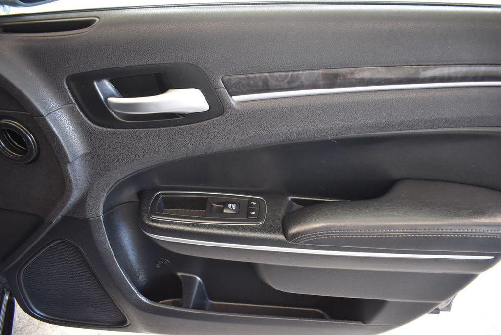 2016 Chrysler 300 4dr Sedan 300C RWD - 17958531 - 26