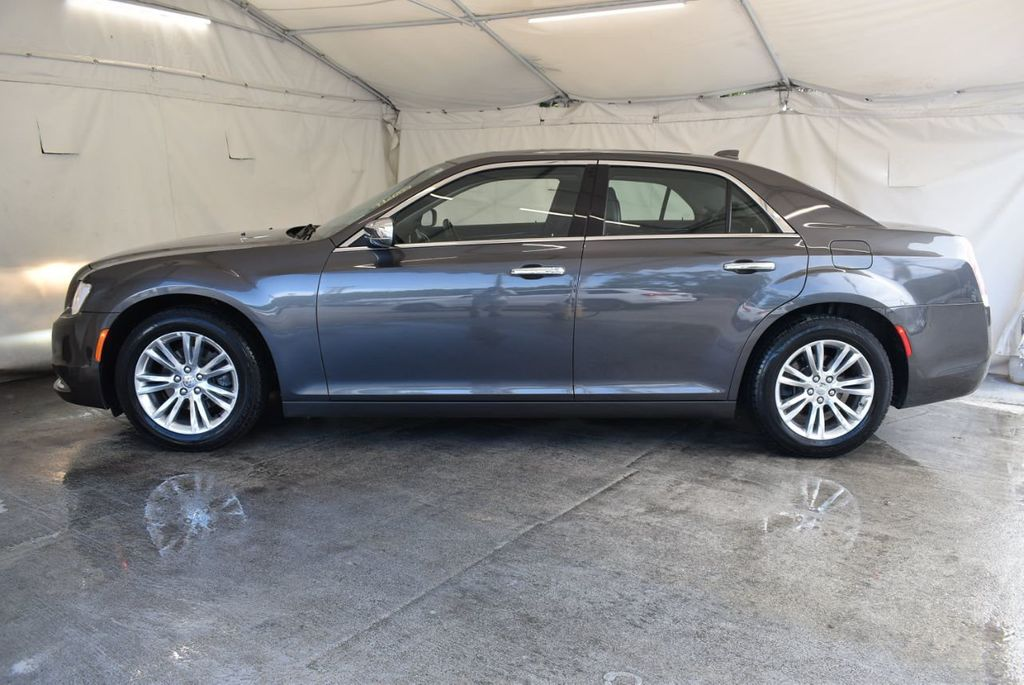2016 Chrysler 300 4dr Sedan 300C RWD - 17958531 - 4