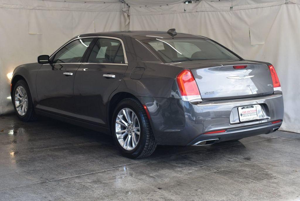 2016 Chrysler 300 4dr Sedan 300C RWD - 17958531 - 5