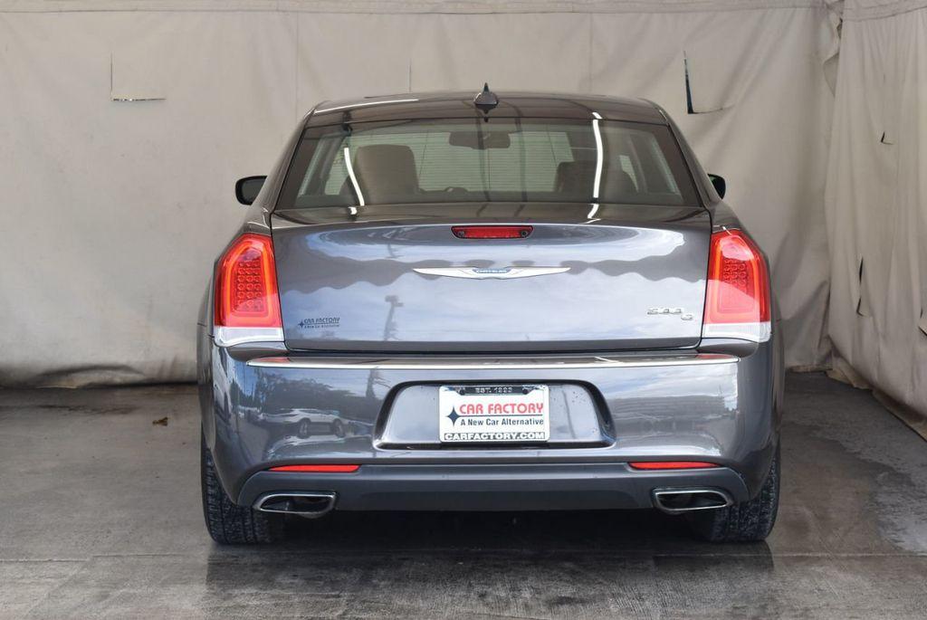 2016 Chrysler 300 4dr Sedan 300C RWD - 17958531 - 7
