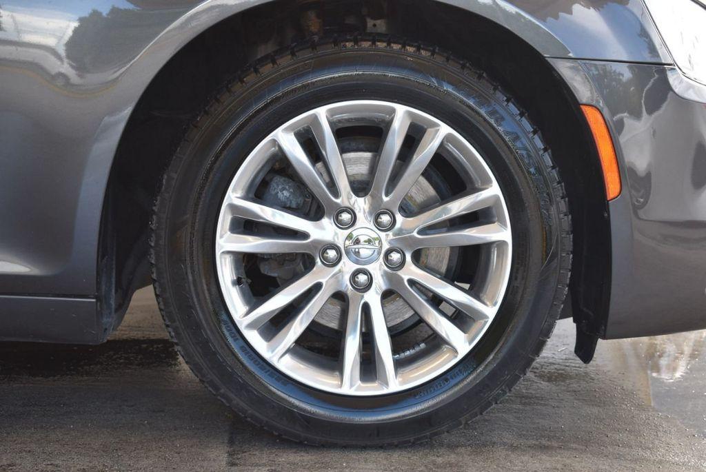2016 Chrysler 300 4dr Sedan 300C RWD - 17958531 - 8