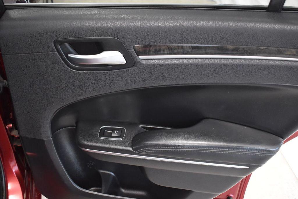 2016 Chrysler 300 4dr Sedan 300C RWD - 18448713 - 17