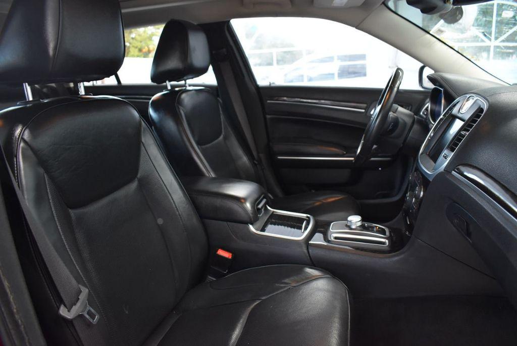 2016 Chrysler 300 4dr Sedan 300C RWD - 18448713 - 19