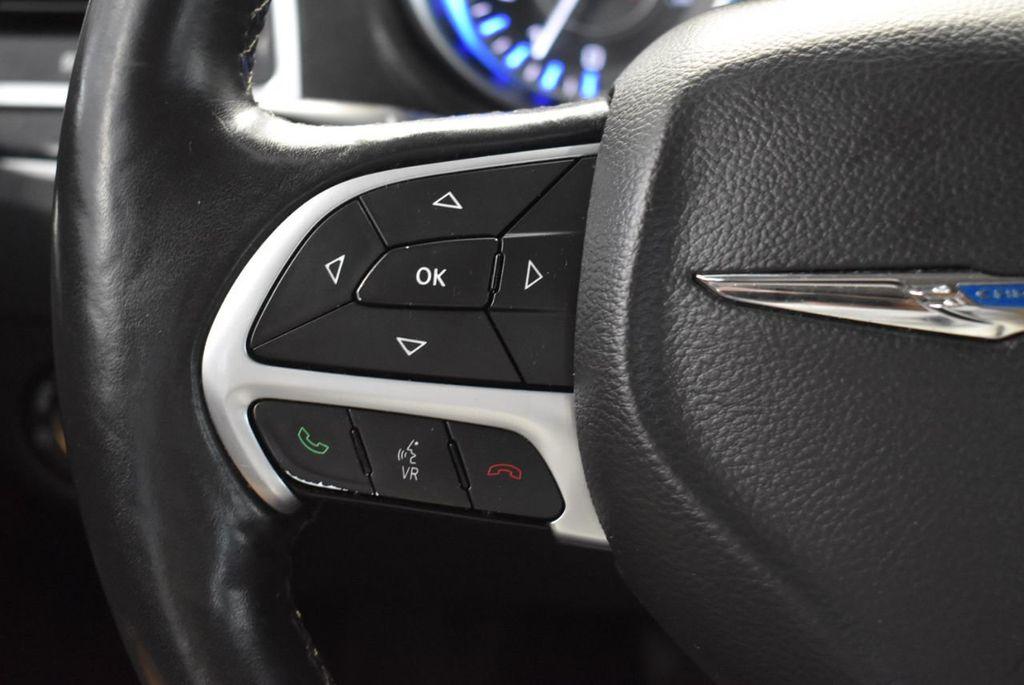 2016 Chrysler 300 4dr Sedan 300C RWD - 18448713 - 23