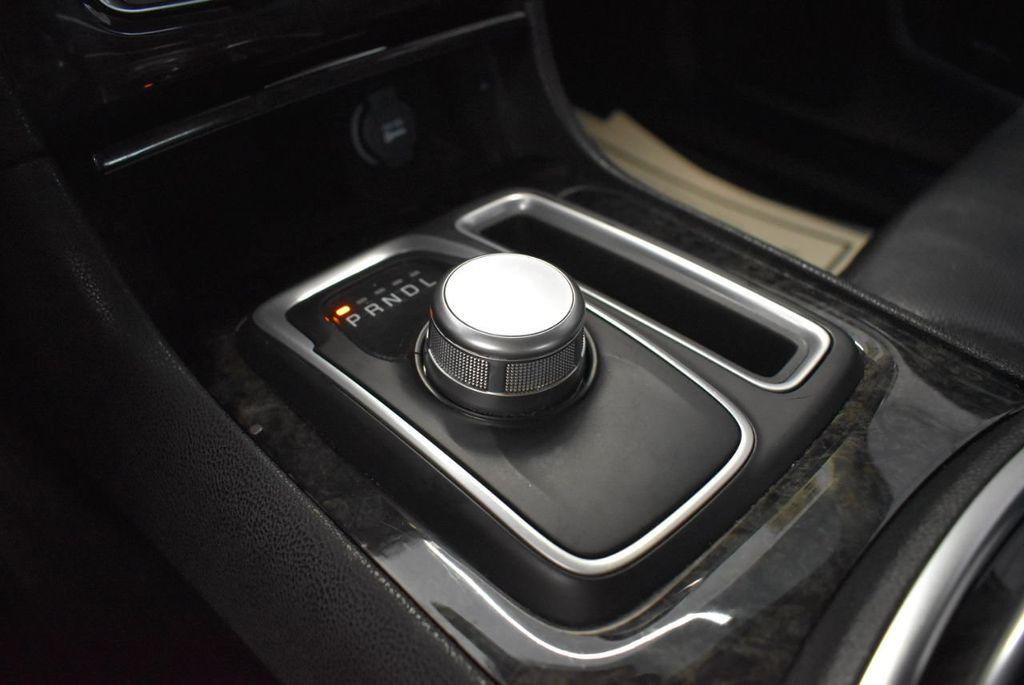 2016 Chrysler 300 4dr Sedan 300C RWD - 18448713 - 25