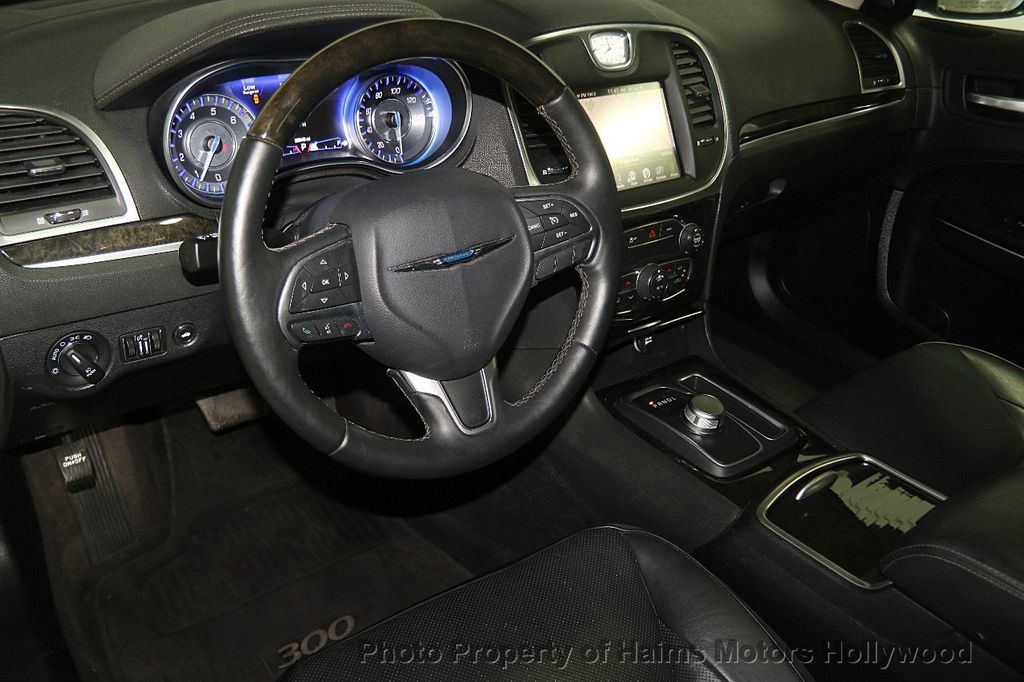 2016 Chrysler 300 4dr Sedan 300C RWD - 16597679 - 17