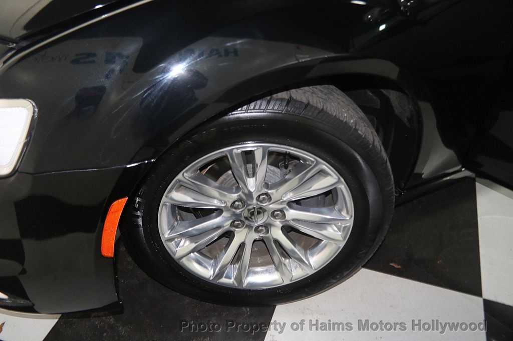 2016 Chrysler 300 4dr Sedan 300C RWD - 16597679 - 30