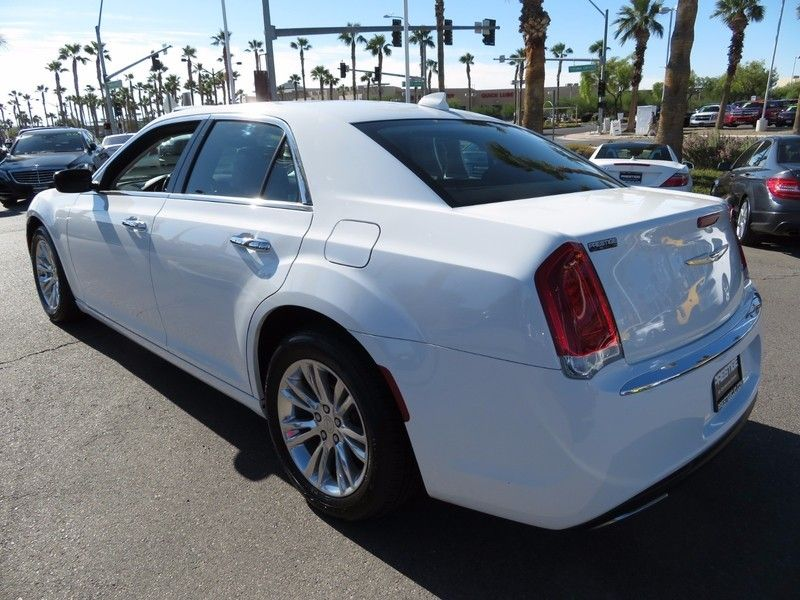 2016 Chrysler 300 4dr Sedan 300C RWD - 16862620 - 6
