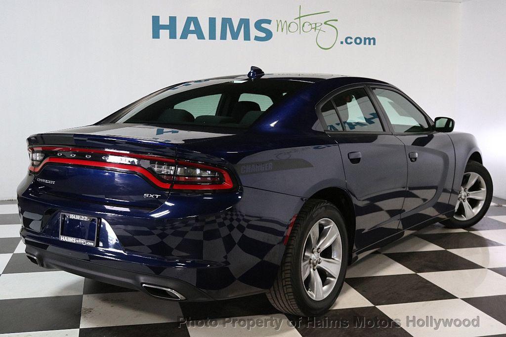 2016 Dodge Charger 4dr Sedan SXT RWD - 17286236 - 6
