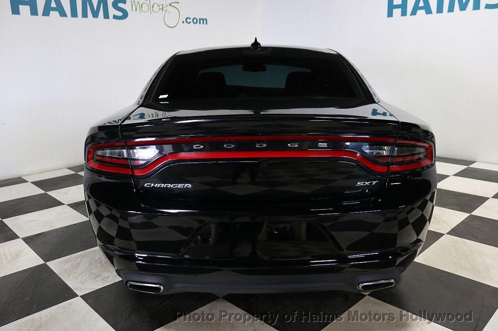 2016 Dodge Charger 4dr Sedan SXT RWD - 18588539 - 5
