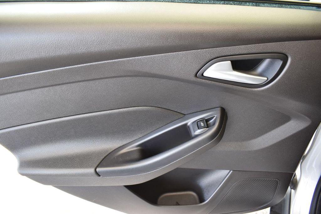 2016 Ford Focus 4dr Sedan SE - 16885733 - 15