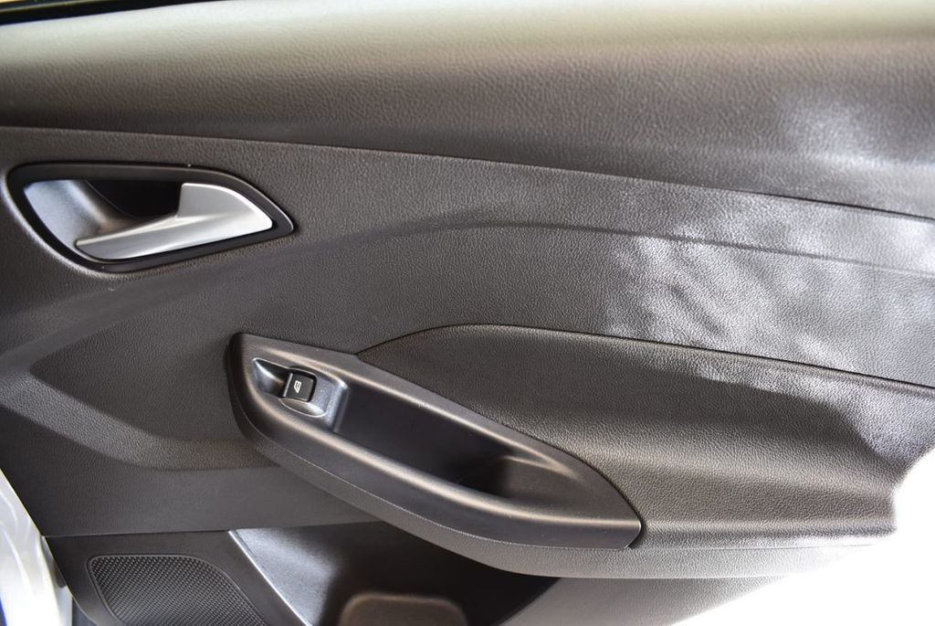 2016 Ford Focus 4dr Sedan SE - 16885733 - 23