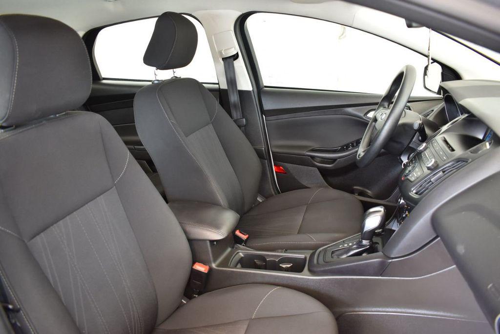 2016 Ford Focus 4dr Sedan SE - 16885733 - 24