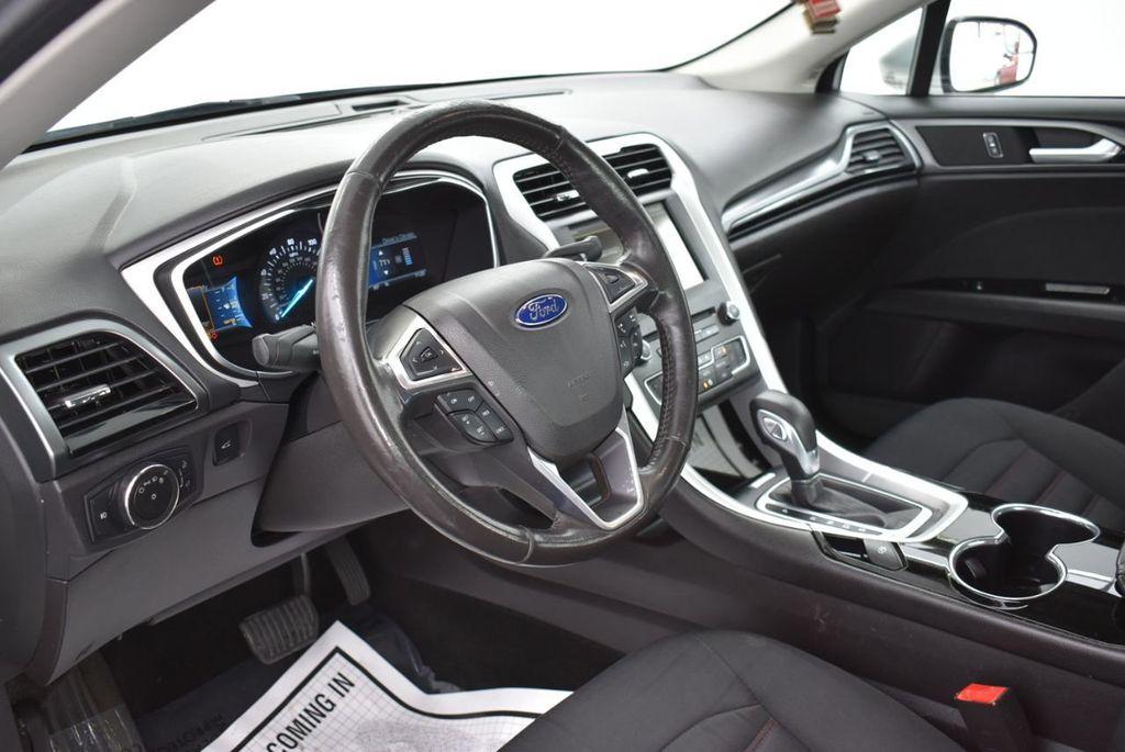 2016 Ford Fusion 4dr Sedan SE FWD - 18574892 - 10