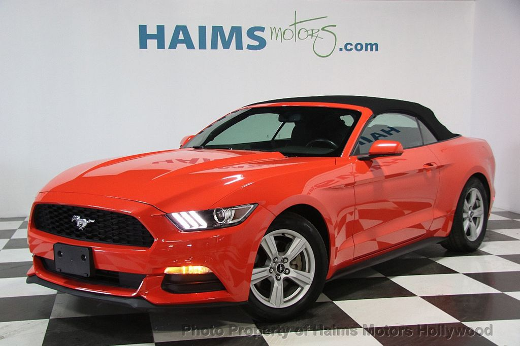 2016 Ford Mustang 2dr Convertible V6 - 16725634 - 7
